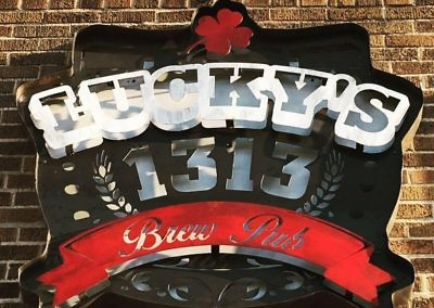 luckys-brew-pub-sign